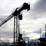 Dźwig – niezbędna maszyna na budowie i nie tylko
