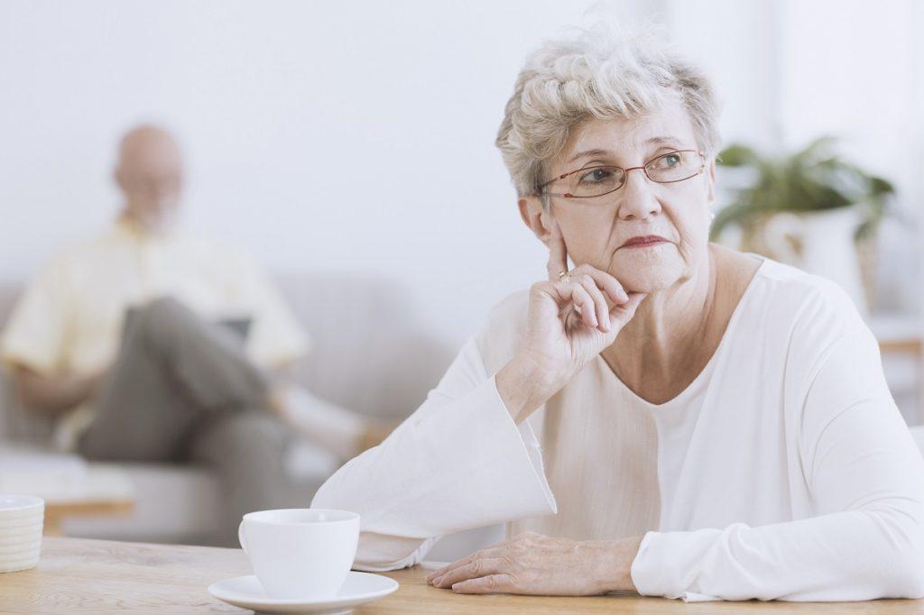 starsza kobieta - jaskra a zaćma
